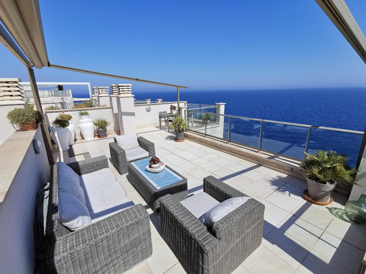 Penthouse apartment in first sea line Cala Figuera
