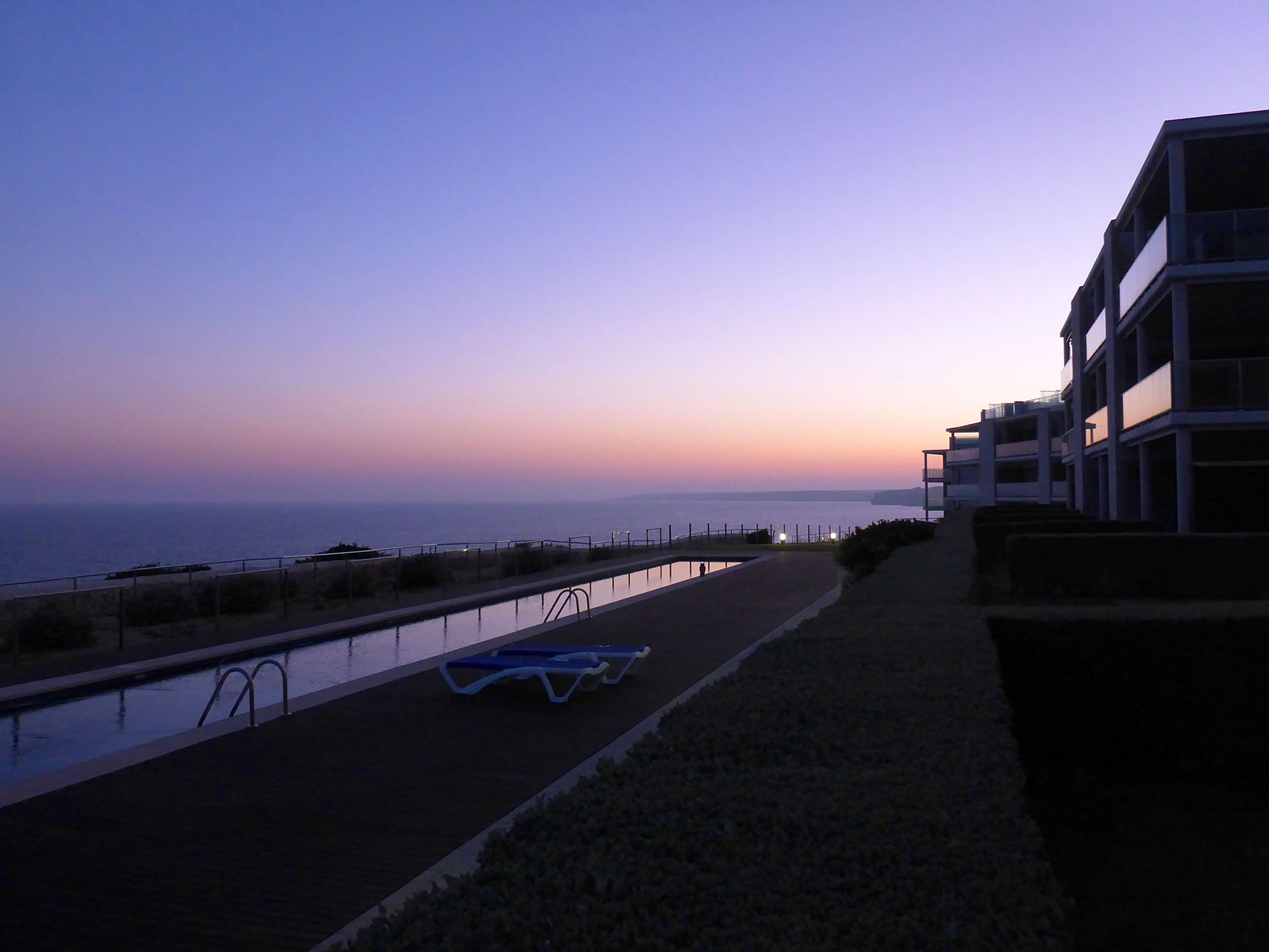 Atemberaubender Ausblick: Luxuriöses Apartment mit Garten in erster Meereslinie